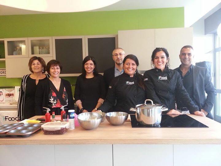 La famiglia Giroldi con le foodblogger Tania e Sara